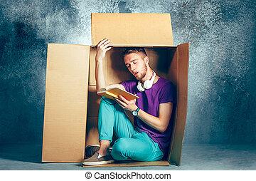 caja, concept., sentado, dentro, introvertido, lectura hombre, libro