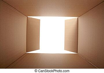 Caja de cartón, a la vista