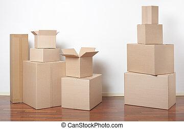 Cajas de cartón en el interior, día de mudanza