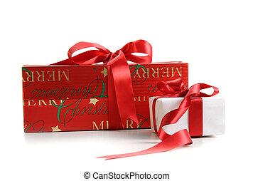 Cajas de regalos de Navidad aisladas en blanco