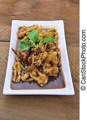 Calamar. Calamar frito chino con pimienta negra, ajo y s