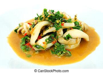 Calamar frito con albahaca.