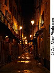 Callejón con linternas en Niza