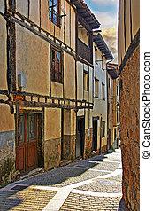 Calles típicas de pueblo pequeño en Castilla Leon España