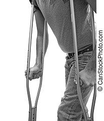 Caminando con muletas