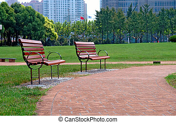 Caminar por el parque de la ciudad