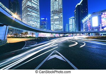 Camino de la ciudad, camino ligero, noche en Shanghai