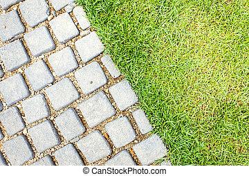 Camino de piedra en el jardín