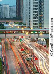 Camino y tráfico en la zona del centro