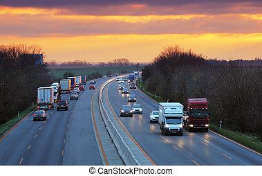 Camiones en la autopista, tráfico