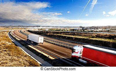 Camiones y autopistas.