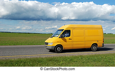 Camioneta de entrega amarilla