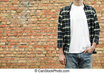 camisa, ladrillo, blanco, espacio de copia, camiseta, contra, pared, a cuadros, hombres