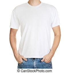 Camiseta blanca en una plantilla de joven aislado en un fondo blanco