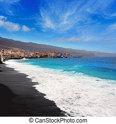 Candelaria playa de arena negra en Tenerife