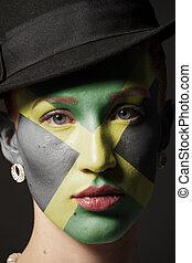 Cara de mujer con bandera de Jamaica pintada