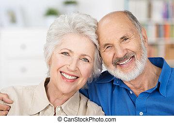 cariñoso, pareja, jubilado, feliz