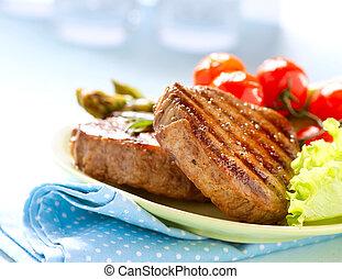 Carne a la parrilla con verduras