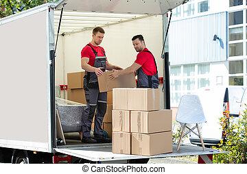 cartón, camión, hombres, cajas, joven, amontonar, mudanza