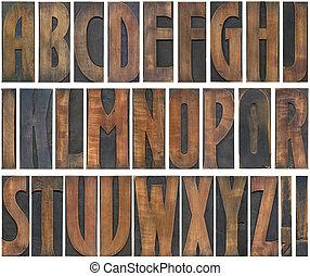 Cartas de madera cortadas