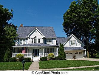 Casa blanca de dos pisos con garaje