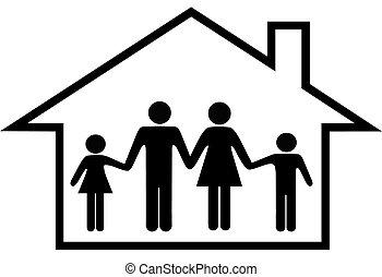 Casa de padres felices y niños a salvo en casa