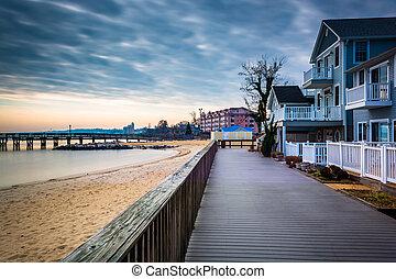 Casa en el paseo marítimo y la costa de la bahía de Chesapeake, en la playa norte, Maryland.