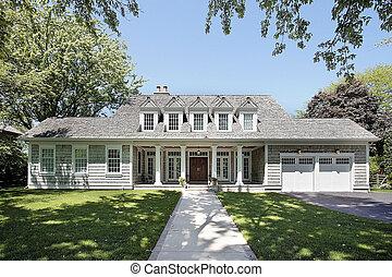 Casa lujosa con techo de cedro