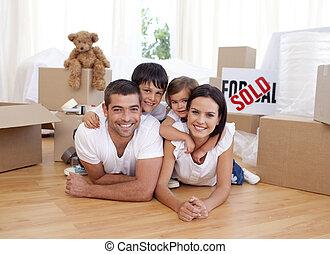 casa, nuevo, compra, después, familia , feliz