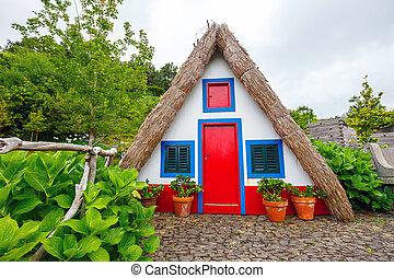 Casa tradicional portuguesa en Santana, isla de Madeira