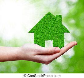 Casa verde en mano