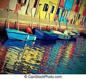 Casas coloridas de la isla de Burano cerca de Venecia en Italia