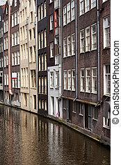 Casas en la vieja ciudad de Amsterdam