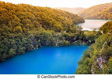 Cascadas y lagos en los lagos del Parque Nacional, Croatia