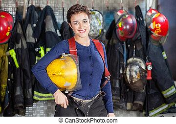casco, firewoman, parque de bomberos, tenencia, feliz