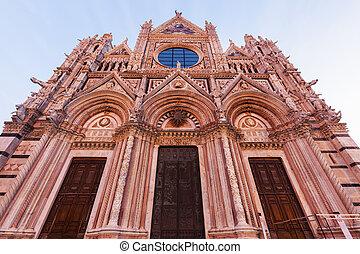 Catedral Siena al amanecer