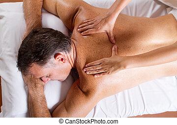 centro envejecido, masaje trasero, hombre