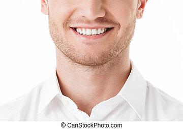Cerca de la sonrisa de un hombre feliz