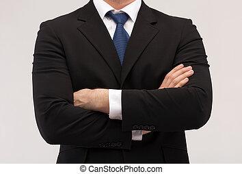 Cerca de un hombre de negocios con traje y corbata