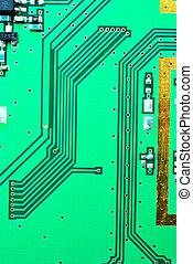 Cerca de una línea de los circuitos electrónicos de fondo