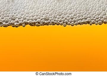 Cerveza con espuma. Macro.