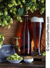 Cerveza embotellada con barril