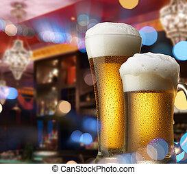 Cervezas en la barra