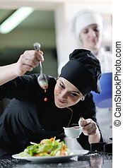 Chef preparando la comida