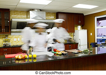 Chefs cocinando en la cocina