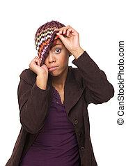 Chica afroamericana con una expresión graciosa
