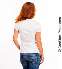 Chica con camiseta blanca