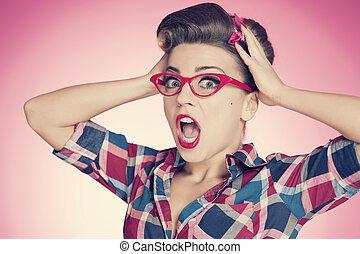 Chica con un alfiler en shock