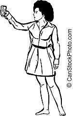 Chica descalza con un vaso en la mano
