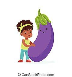 Chica feliz pasándoselo bien con vegetales de berenjena fresca, comida saludable para niños coloridos vectores de ilustración